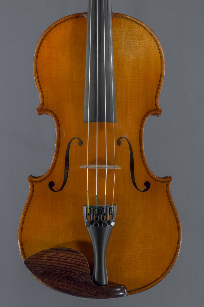 Manufactured violin Strad Model thumbnail